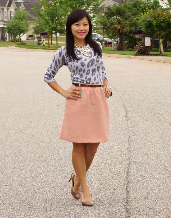 peach colored skirt, nude shoes, how to wear leopard print